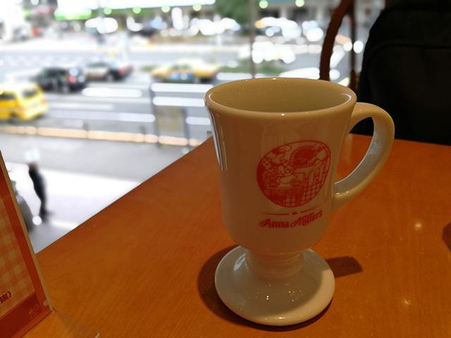 上映開始1時間前 Anna Millers で珈琲を飲みながら待機 | 『BARBEE BOYS IN TOKYO DOME 1988.08.22』鑑賞